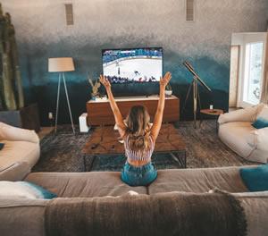 Isolamento está a alterar os hábitos de consumo de TV. Estudo britânico revela novas tendências.